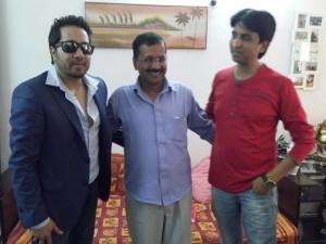 Arvind Kejriwal with Mika and Kumar Vishwas