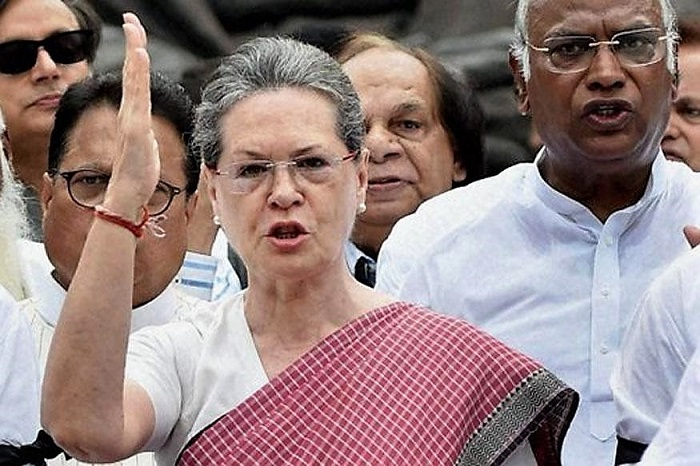 This 'theory' about Sonia Gandhi's Russia visits and Rafale 'controversy' is catching attention on Twitter