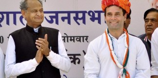 Ashok Gehlot with Rahul Gandhi during an election rally at Rajasthan in 2014