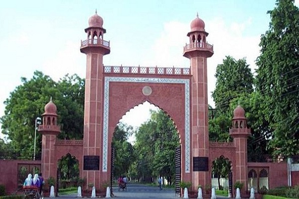 Aligarh Muslim University suspends staffer for hurting students by felicitating Hindu leader
