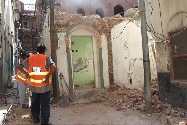 Extremist Sunni mob destroys minority Ahmadi mosque in Pakistan