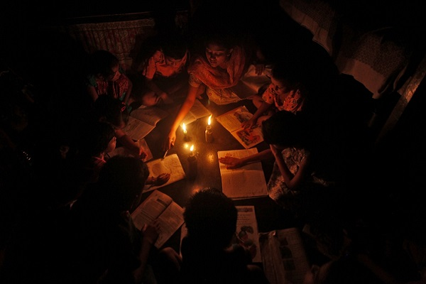 Modi govt's proposes a penalty on power companies if they indulge in load shedding