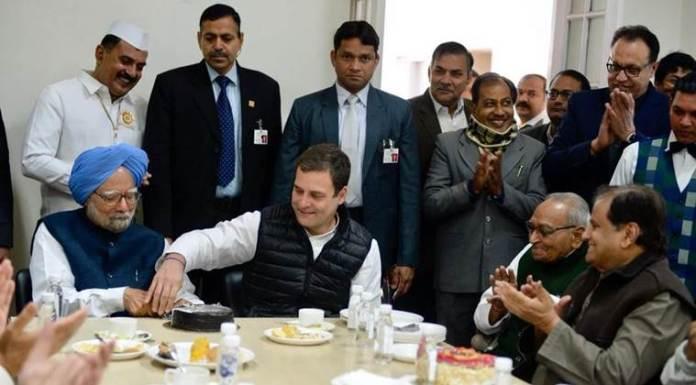 Rahul Gandhi and Manmohan Singh cutting cake