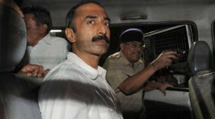 Gujarat government opposes bail for anti-modi tainted cop Sanjiv Bhatt