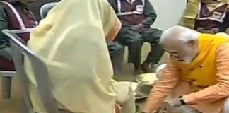 Prime Minister washes feet of sanitation workers in Prayagraj
