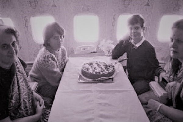 Nehru Gandhi family celebrates birthday in aeroplane