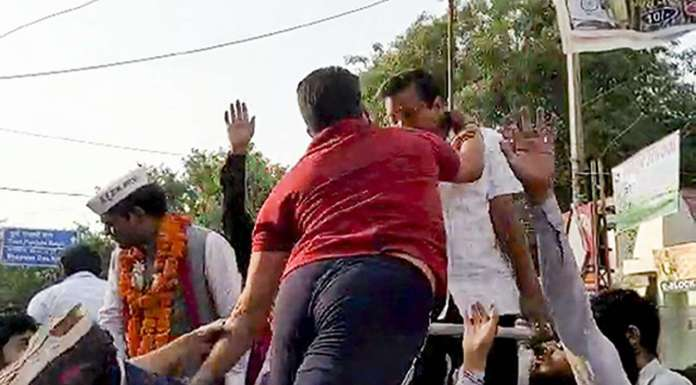 Videos reveal that Suresh Chauhan was an AAP supporter