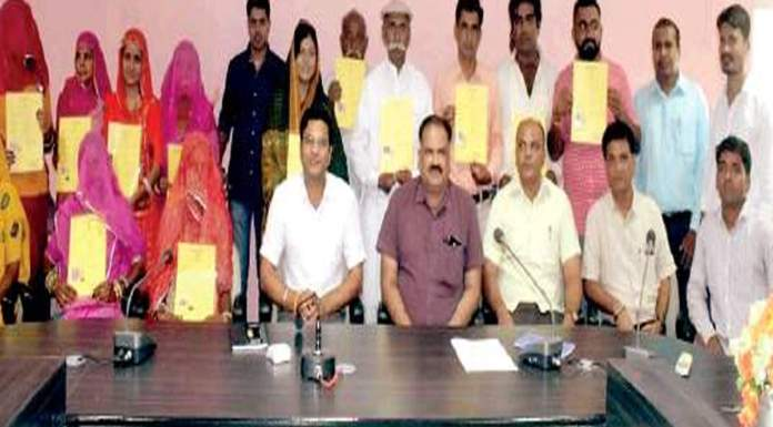 34 Pakistani Hindus in Rajasthan were given Indian citizenship last week