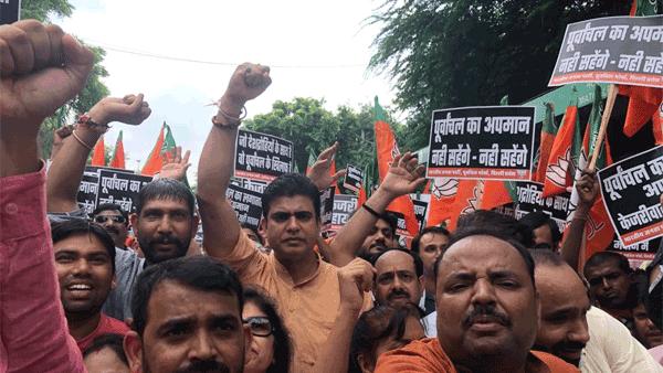 BJP workers protest outside Kejriwal's residence over remarks against Manoj Tiwari