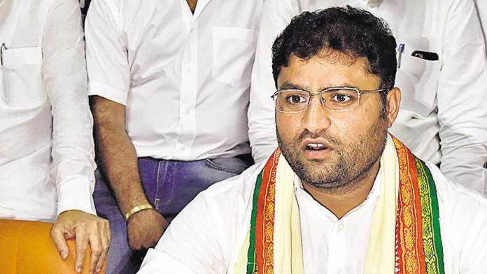 Haryana Congress' ex-party chief Ashok Tanwar protests outside AICC headquarters