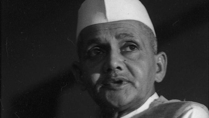 Film maker Vivek Agnihotri pays tributes to the second prime minister of India on his birth anniversary