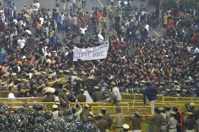 JNUSU protests against the implementation of Draft Hostel Manual