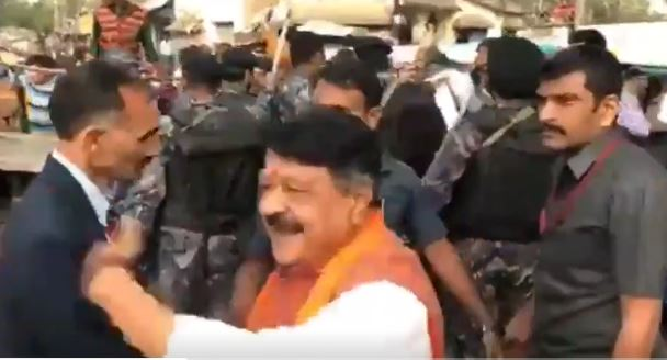 BJP's Kailash Vijayvargiya's convoy blocked by Muslim mob in Bengal, he alleges the traffic block has been created by WB government to prevent him from coming to Murshidabad