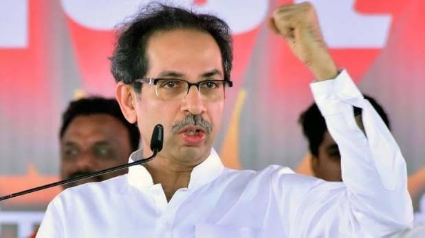 Shiv Sena goons assault a Govt employee for criticizing Maharashtra CM Uddhav Thackeray