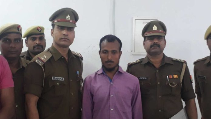 Naziruddin, the criminal behind the brutal triple murder and rape in Mubarakpur was finally arrested by Azamgarh police