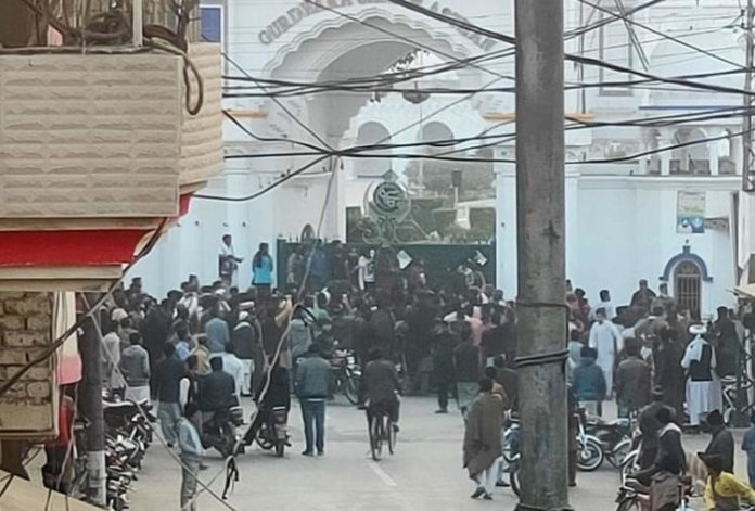 Muslim mob at Nankana Sahib disperses after man who abducted and converted Sikh girl is released, Pak denies everything, India condemns