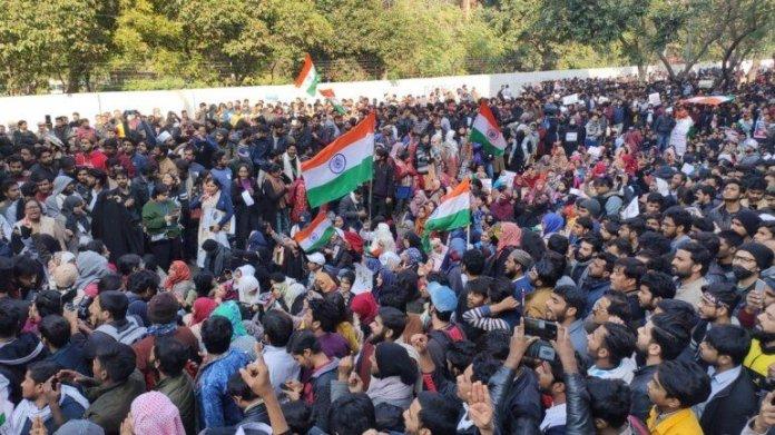 'Desh ke gaddaron ko, Goli maaro saalon ko': Pro-CAA protests carried out in Jamia, 40 detained