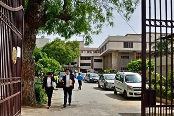 Delhi High Court orders removal of ex-MPs who are illegally living in Government accommodation