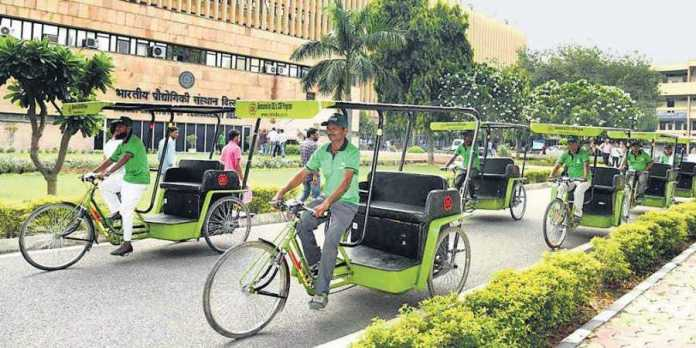 IIT-D students provide financial assistance to rickshaw-pullers on campus amidst coronavirus lockdown