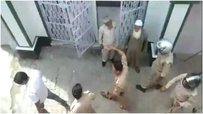 Uttar Pradesh: Muslim mob attacks police for asking to avoid mass namaz in view of coronavirus