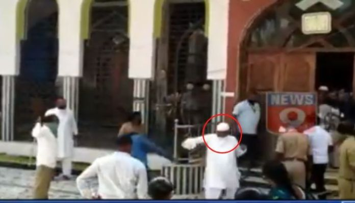Friday Namaaz proves costly for lockdown violators, gets thrashed by cops