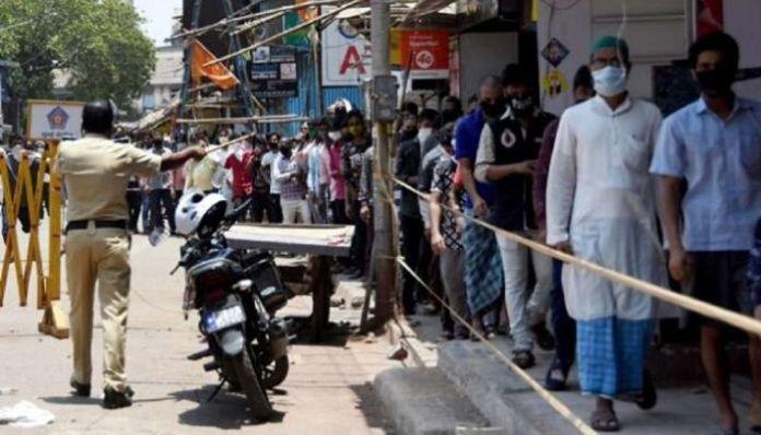 Cops shut liquor shops in East Delhi after people violate social distancing