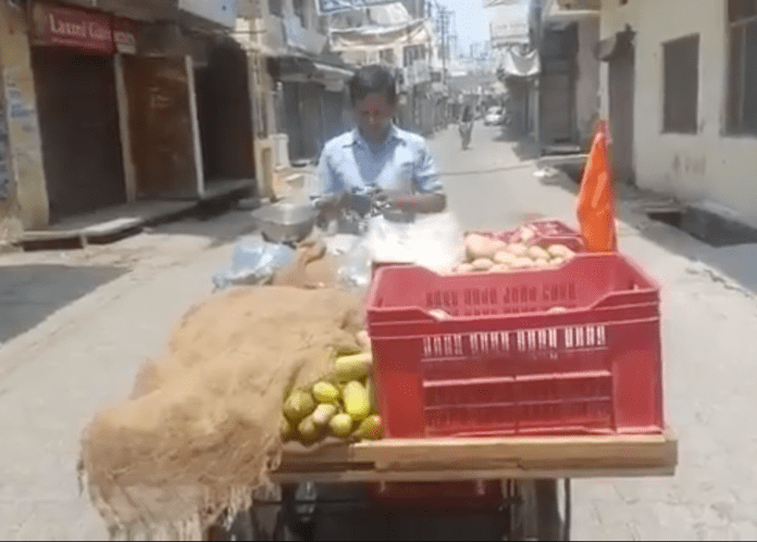 UP Police dodge falling into Islamists' agenda, ignore Bhagwa flag complain, say vendor can sell if he follows lockdown norms