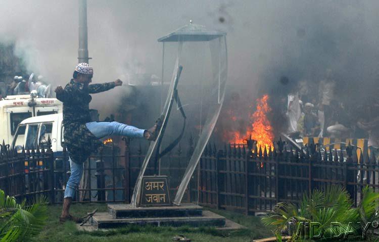 Mumbai Police had waited till Eid to arrest Azad Maidan rioters