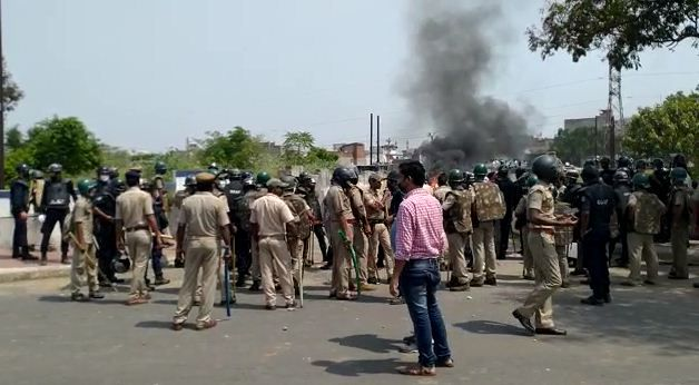 Rourkela: Clashes erupt between locals and police personnel over lifting of coronavirus containment order