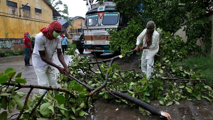 Protests in West Bengal continues as power, water still to be restored 5 days after the cyclone Amphan hit the state
