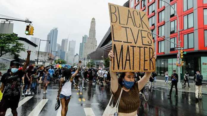 Mayor Bill de Blasio lifts curfew in New York City