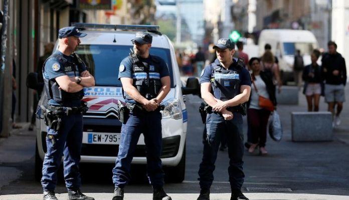 France: History sheeter yells Allahhu Akbar, robs an elderly man