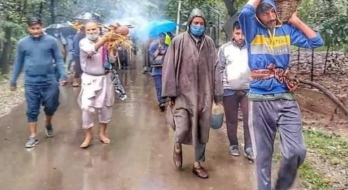 Muslims in Shopian help Pandits perform last ritesof deceased Kashmiri Pandit woman