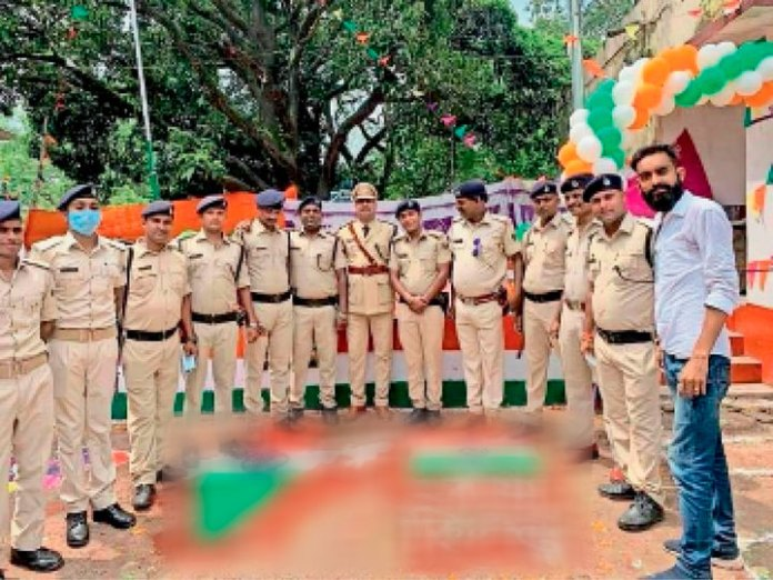 Probe against police personnel for standing on Tiranga