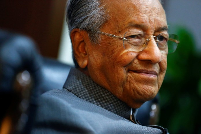 Former Malaysian PM says Muslims have right to kill French people