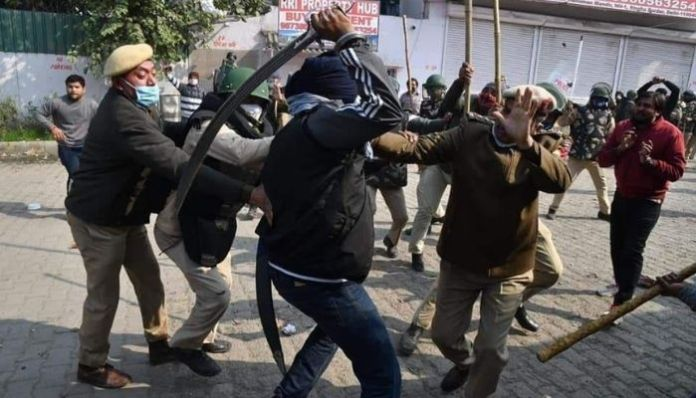 Delhi Police SHO attacked with sword by one 'farmer protestor'