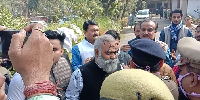 AAP leader Somnath Bharti threatens UP CM Yogi Adityanath and police officer
