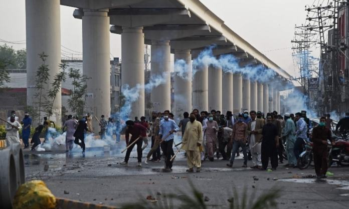 Islamist party TLP leader arrested, fanatic mobs unleash violence in Pakistan. Here is everything you need to know