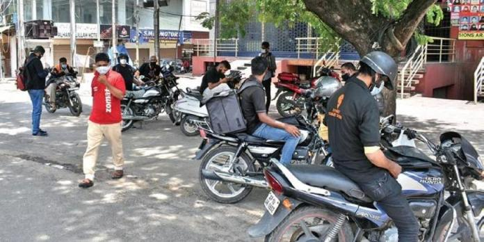 Hyderabad: Police detains food delivery agents for violating lockdown despite having permission, Swiggy and Zomato suspend operations