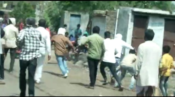 Ujjain: Medical team trying to create vaccine awareness attacked by villagers