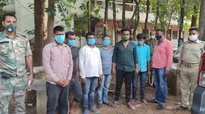 A gang of 7 have been arrested by the Bokaro police and 6 kgs of uranium were recovered from them