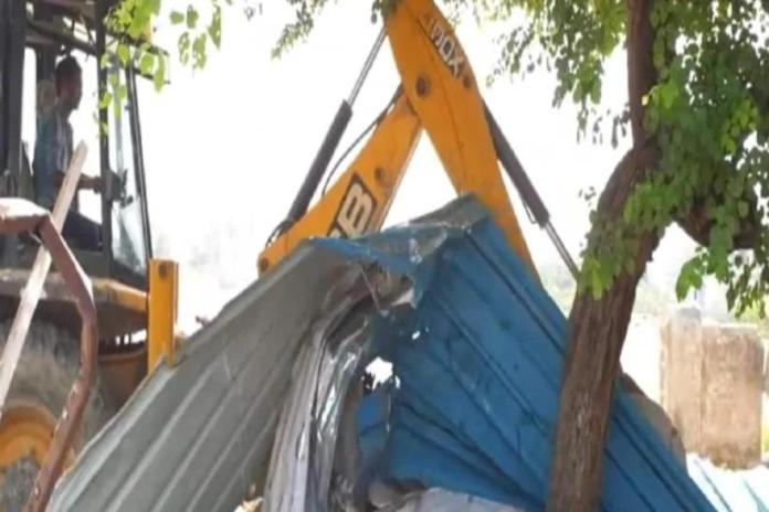 Hardoi administration fells a Mulsim shrine that was illegally constructed on encroached land