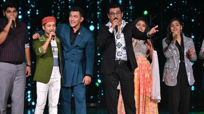 Amit Kumar with host Aditya Narayan on Indian Idol