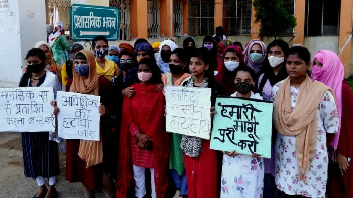 Muslim minority girls protesting against burqa rule