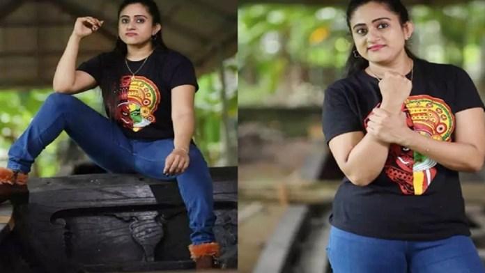 Malayalam TV actress Nimisha Bijo accused for violating sanctity of 'Palliyodam' (a ceremonial snake boat) at Aranmula temple.