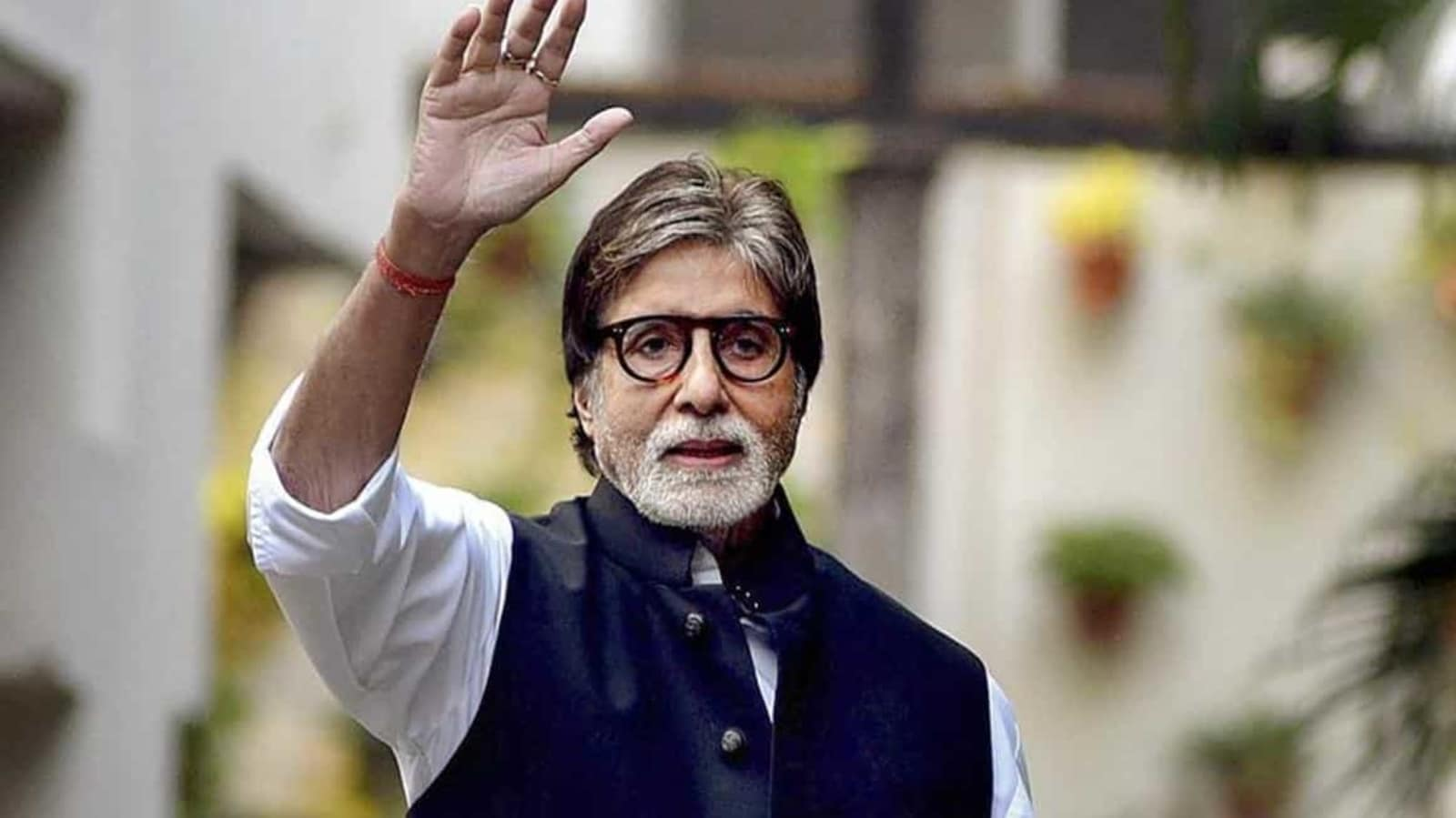 Amitabh Bachchan cancels contract with pan masala brand: Read why