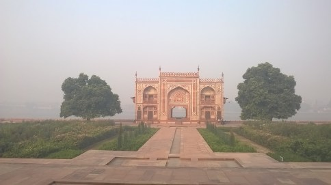 Gateway built in the style of pavilion overlooking Yamuna.