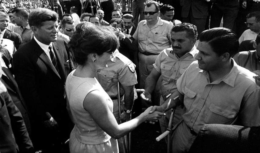 President and Mrs. Kennedy greet members of the 2506 Cuban Invasion Brigade, 29 December 1962