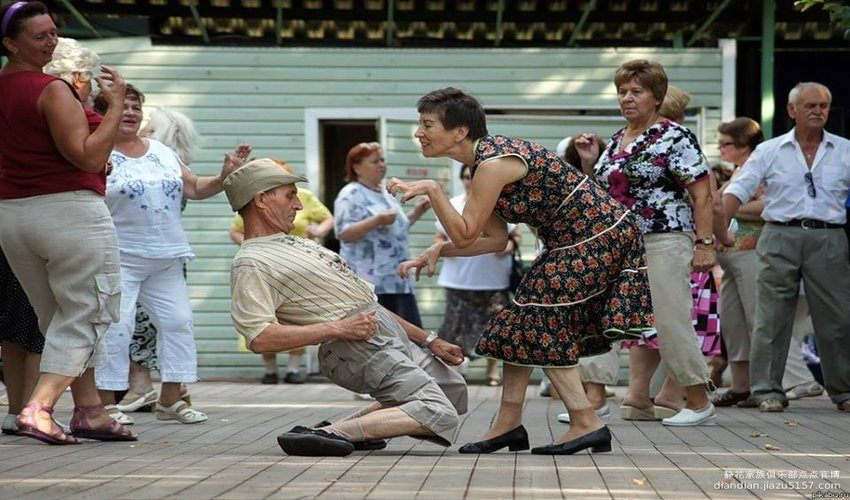 old_couple_dancing (1)