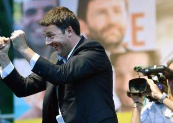 Italy's Prime Minister Matteo Renzi gestures as he delivers a speech during a campaign meeting of the Democratic Party (PD) on  May 22,  2014 at Piazza del Popolo in Rome. AFP PHOTO / TIZIANA FABI